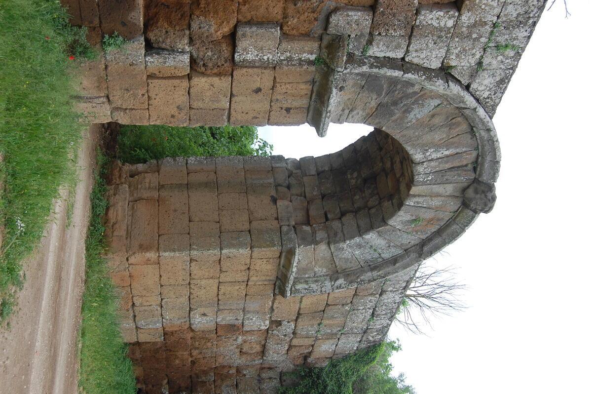City gate of Falerii Novi, Roman Republican refoundation in Faliscan territory